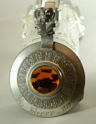 Glaskrug mit Zinndeckel