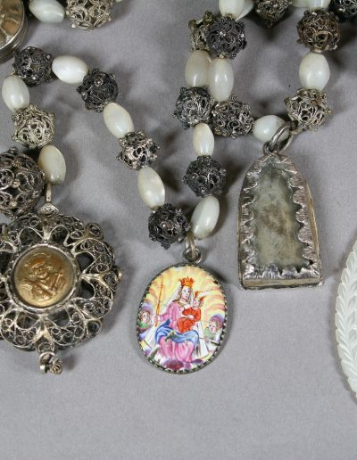 sehr alter Rosenkranz mit Wallfahrtsanhänger